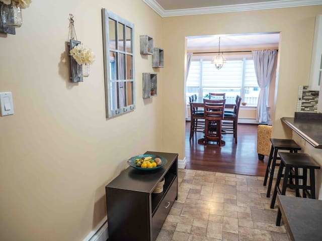 King Bed | 3 bed | backyard, uptown Fredericton