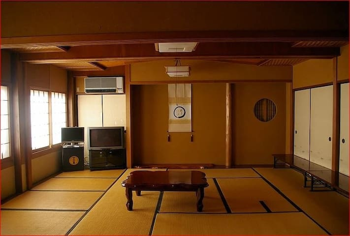 103(2-5people) The largest room From 2people can stay here.空きがあれば2名様からでもどうぞ