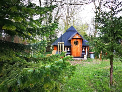 Private, peaceful Hobbit House and secret garden