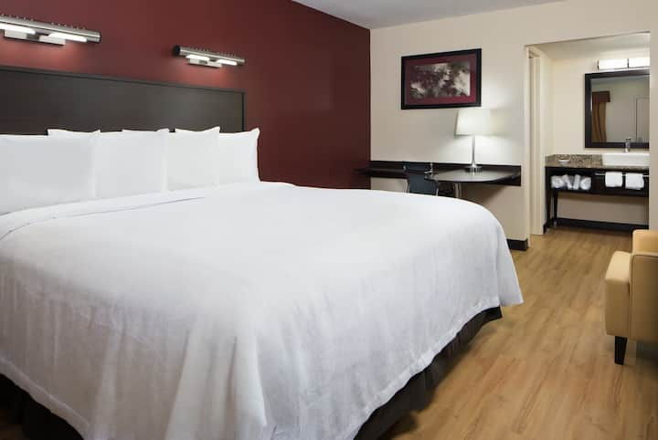 pet friendly renovated inn near airport/downtown