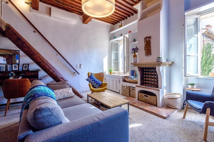 Bright, Sunny Apartment with Terrasse, Aix-en-Provence Historical Center
