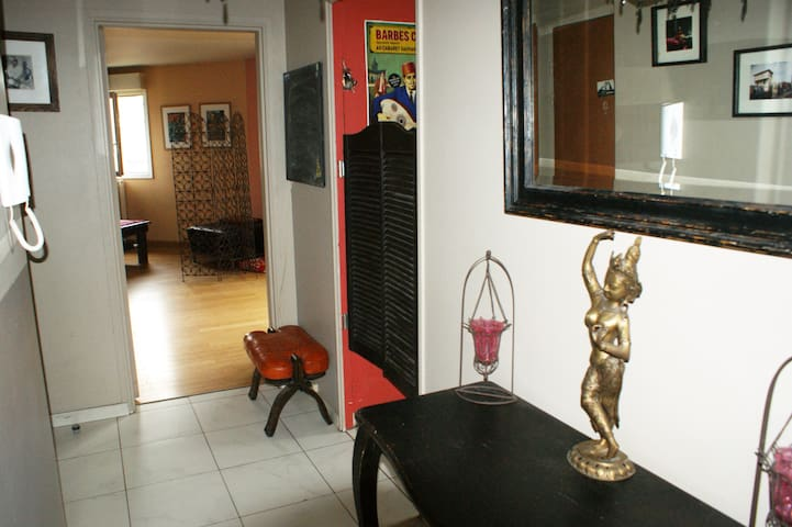 EthnoKitsch flat with all mod cons