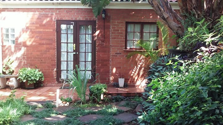 Glenwood- studio garden cottage near UKZN