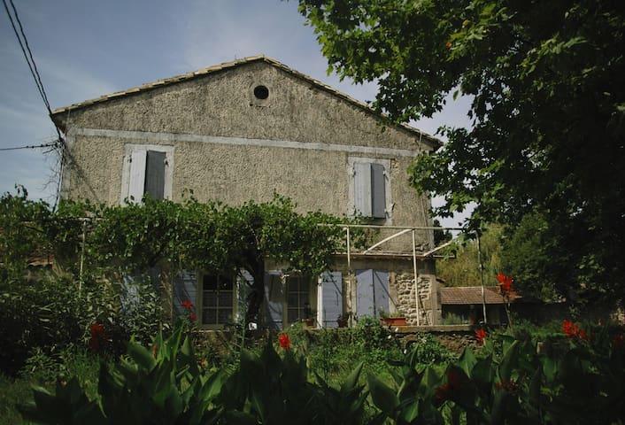 mas provençal traditionnel