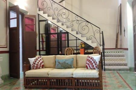 Beautiful Colonial in Centro/ Pool - Merida - Huis