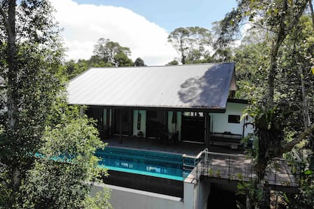 Boyan Heights Rainforest Homestay Deluxe Room 2
