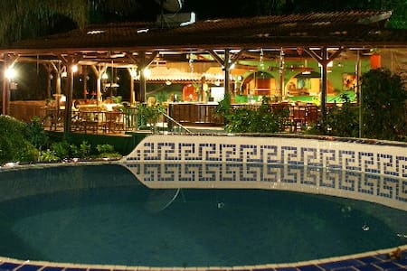 JungleVilla Rm2, Max.5p, 3 Pools, Kitchen use, AC - Manuel Antonio