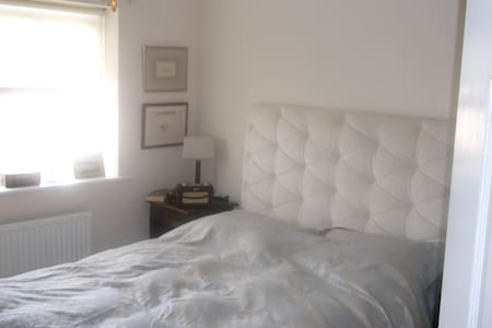 Luxury room/en-suite/sitting room