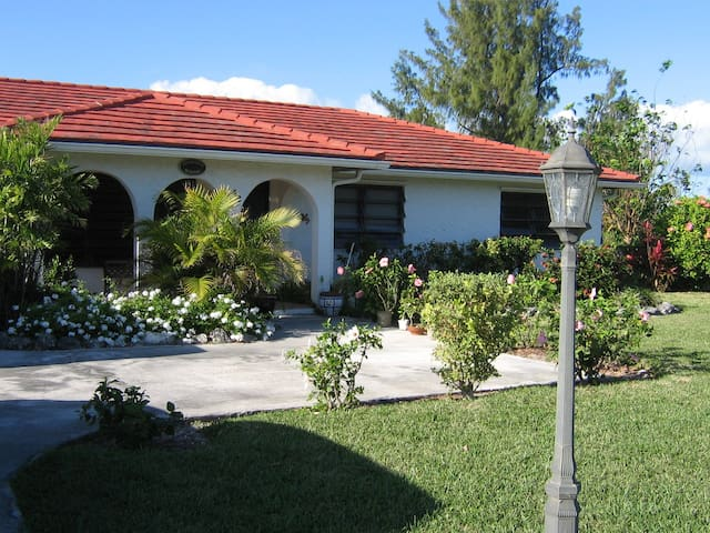 Golf course  home w/car near beach! - Freeport - House