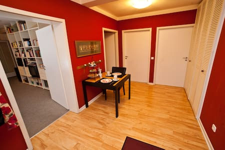 Frisch renovierte, kleine Oase mit eigenem Bad - Hamburg - Apartment