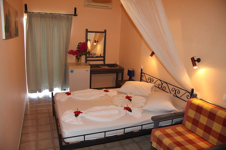 Sunset Rooms Falassarna: double room with sea view - Phalasarna - Other