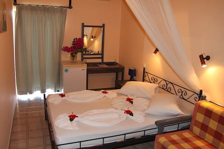 Sunset Rooms Falassarna: double room with sea view - Andre