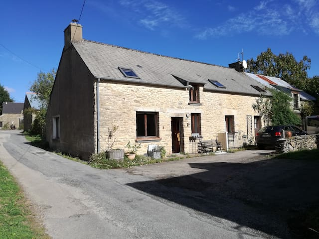 Spacious bedroom nearby Rochefort  en Terre - Pluherlin