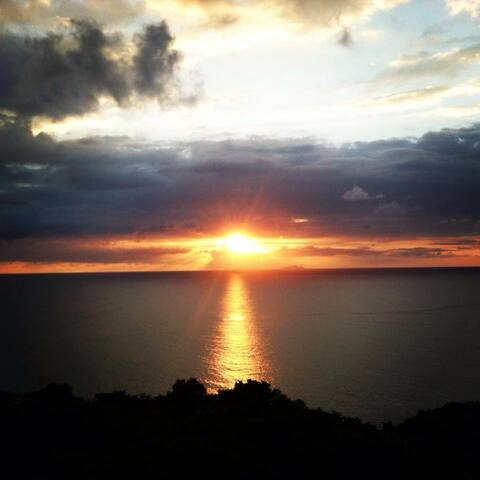 Ocean view sunsets condo awaits you/Crashboat