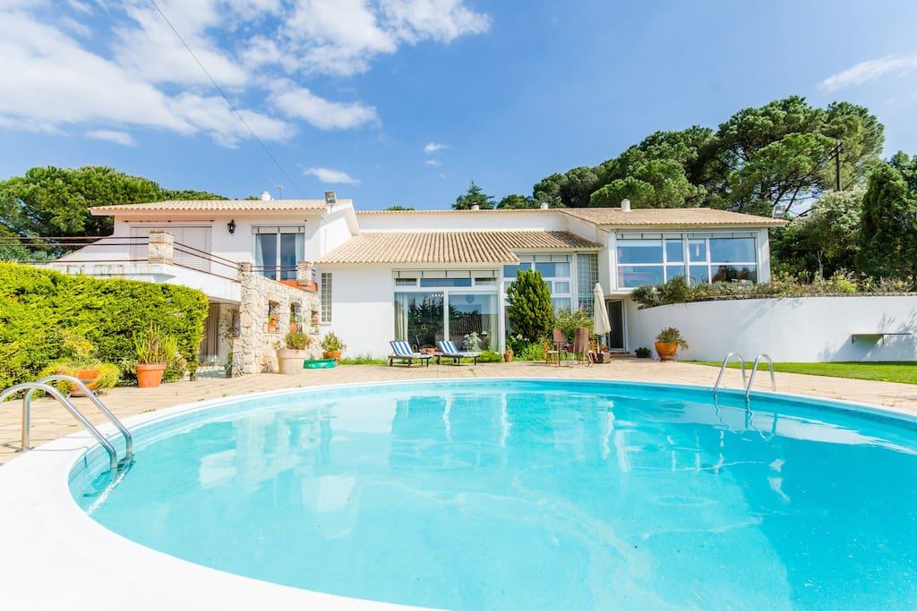 Wonderful house w/ pool &big garden