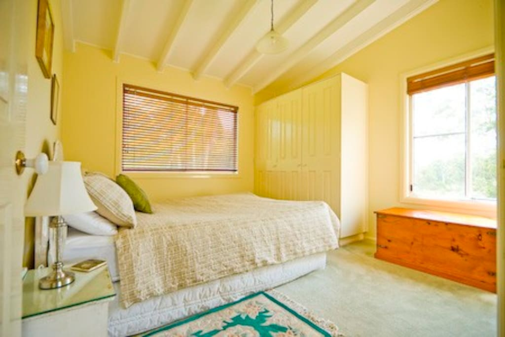 The bedroom has a queen size bed with all linen & towels provided.