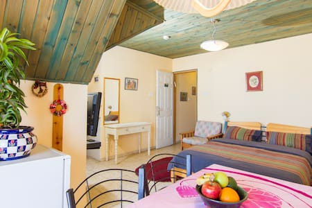 Romantic for Couple with Lake View - Safed