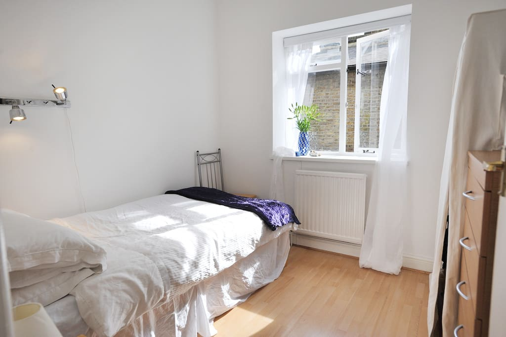Single bedroom, which is available!