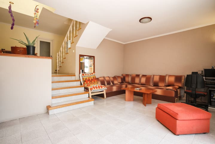 AMBIENTE EXCEPCIONAL, MUY TRANQUILO - Castelldefels - House