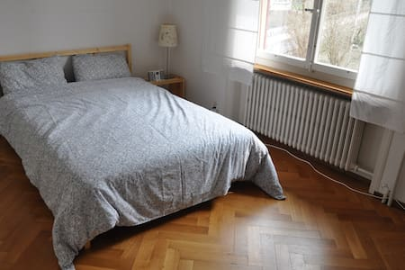 Nice room, balcony + garden, quiet - Köniz - 独立屋