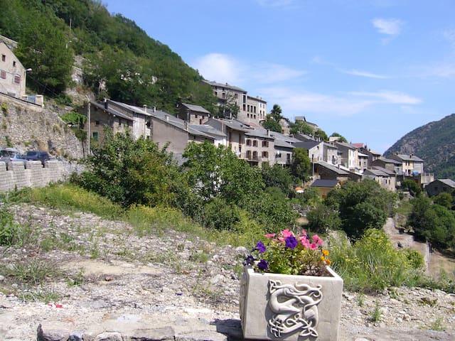 Belle maison de village, Pyrénées