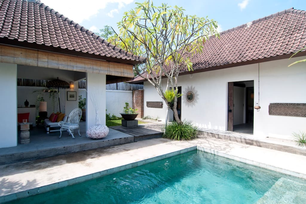 Open living area overlooking your private pool and private pavillon for your bedrooms