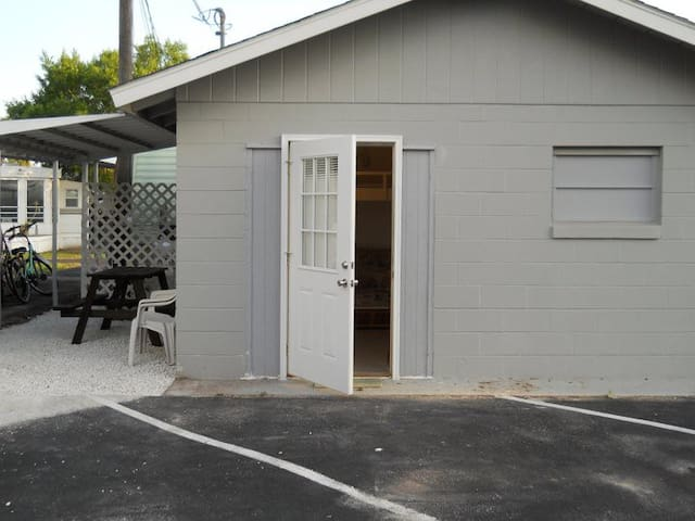 Tiny house   Private efficiency apt - Sebring - Wohnung