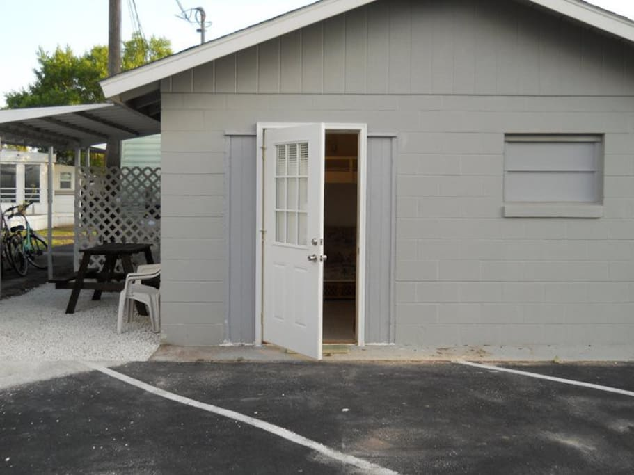 tiny house private efficiency apt guesthouses for rent in sebring florida united states. Black Bedroom Furniture Sets. Home Design Ideas