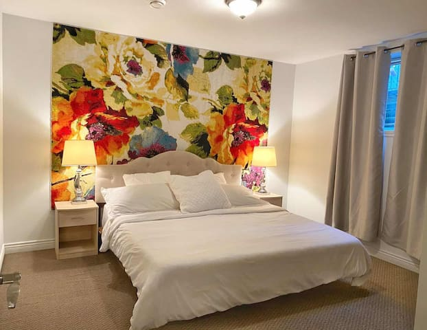 Bedroom A (king size)