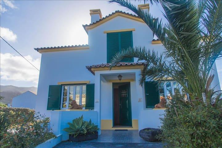 Exceptional 4BR Ribeira Grande Home w/Beautiful Mountain Views - São Brás, Ribeira Grande - House