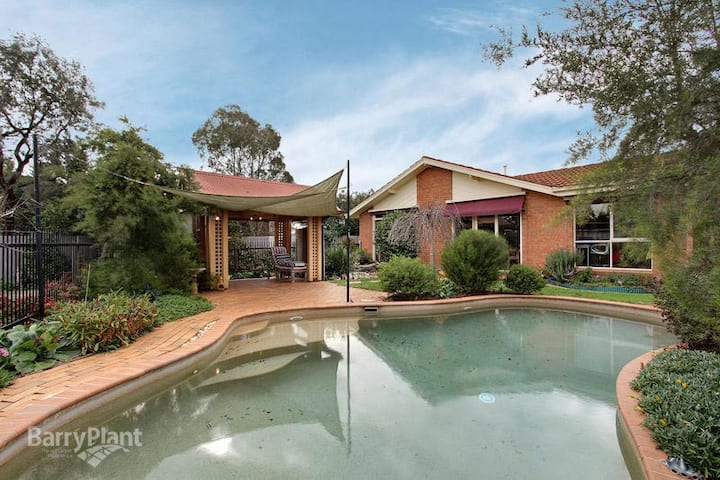 Melbourne East  -  Swimming Pool - Private Room