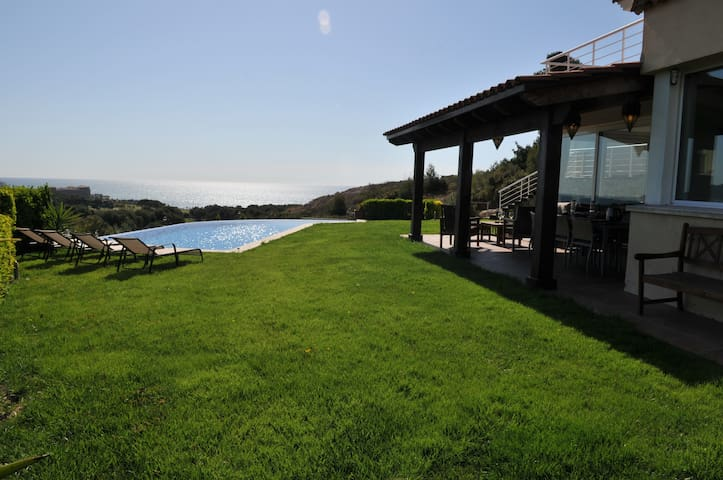 Luxury Villa, superb views and pool - Sitges - Villa