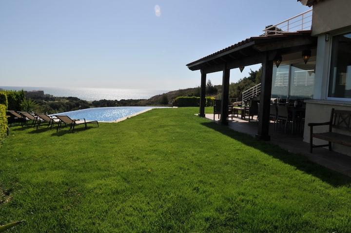 Luxury Villa, superb views and pool