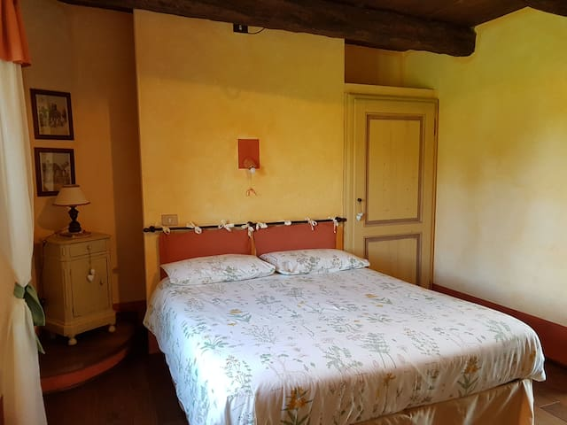 Room near lake Maggiore (G) - B&B