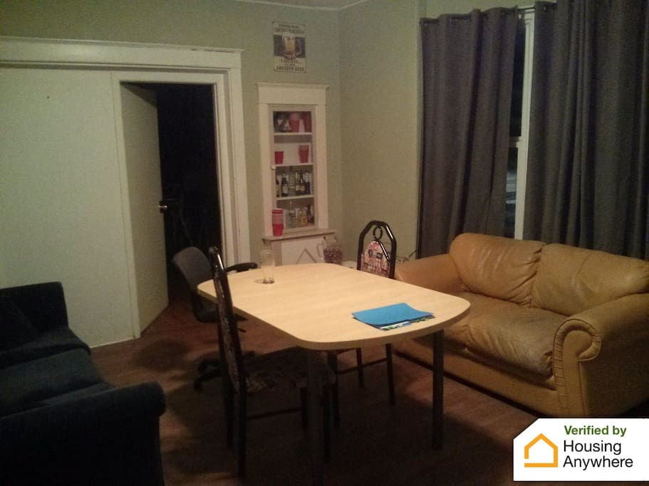Housing in queen 39 s university houses for rent in kingston ontario canada for 3 bedroom house for rent kingston ontario