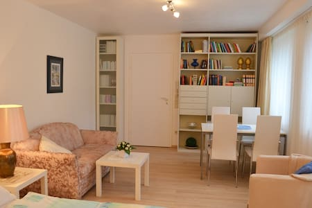 Modernes Appartment Messenähe-15Min - Vaterstetten - Apartamento
