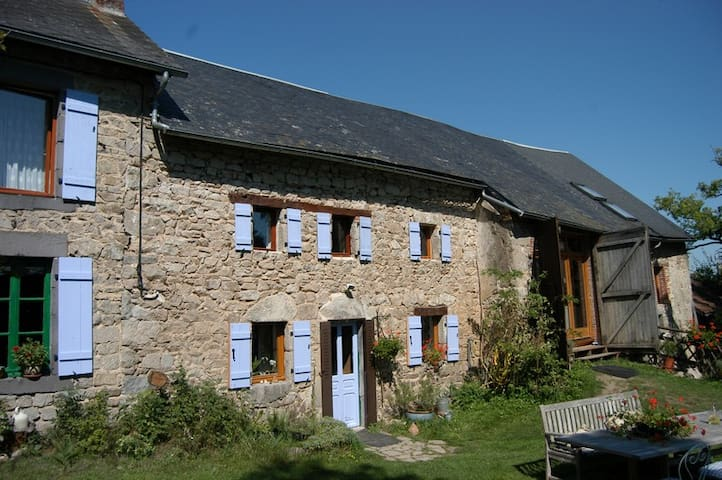 Fermette d'herbes B&B - Mérinchal - Bed & Breakfast