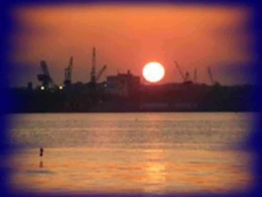 Sonnenuntergang über Kiel