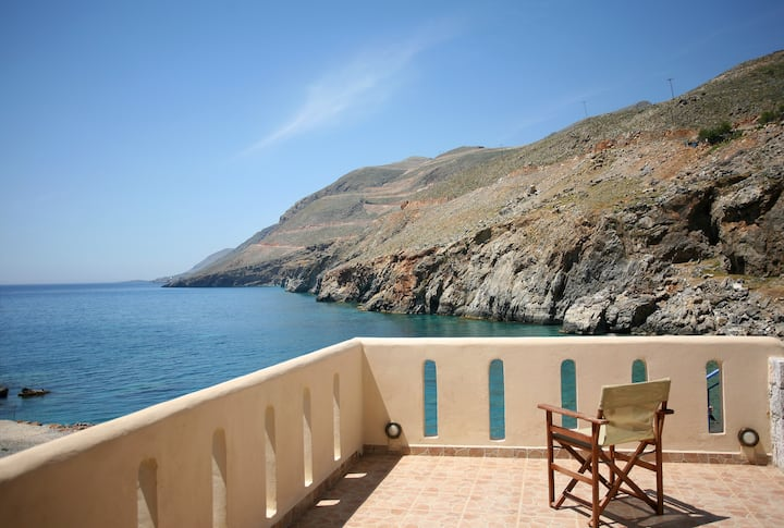 On the beach Suite 3 in Sfakia