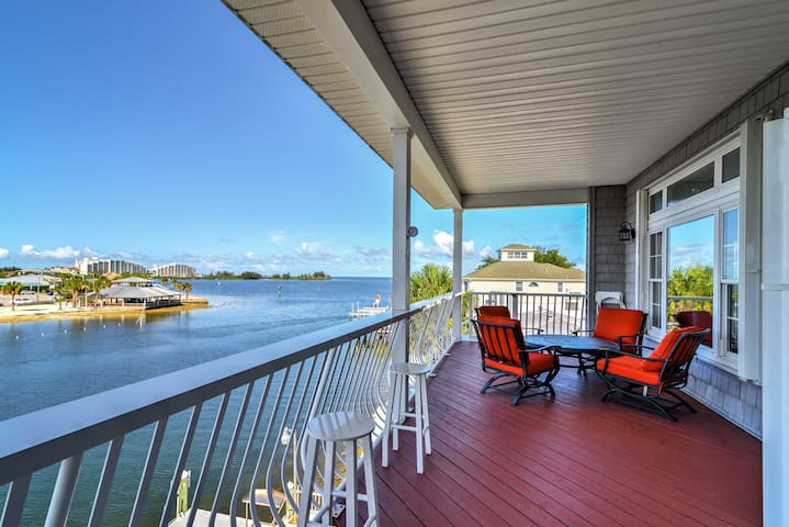 NEW! 3BR Hudson Waterfront Home w/Dock & Sun Porch
