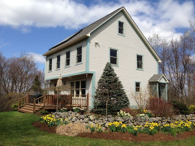 Country Home In New Haven, VT - New Haven - Hus