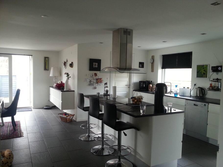 Køkkenet set fra gangen