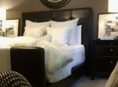 One Bed Private Bath Sleeps Two Summerlin Condo