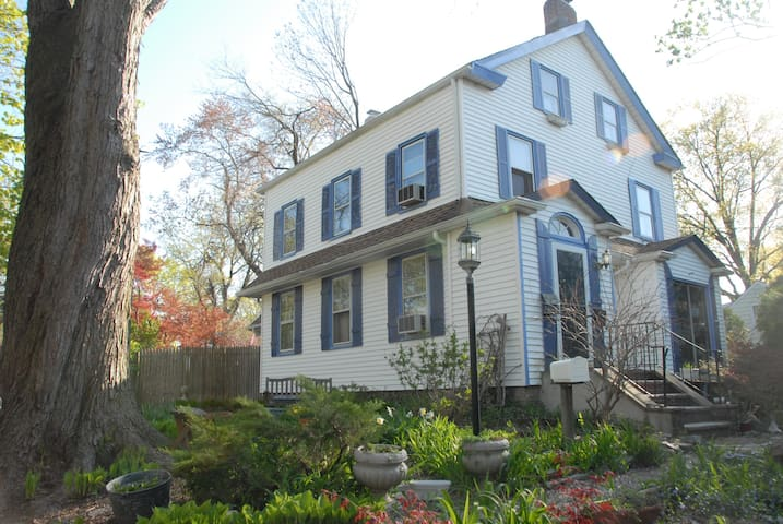 1850's Farmhouse  in historic town  - Tenafly - Casa
