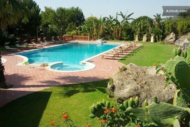 Sicilian vintage house on the sea - Aci Castello - Casa