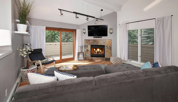 🐾Summit High Camp: Fine Mountain Living in Frisco