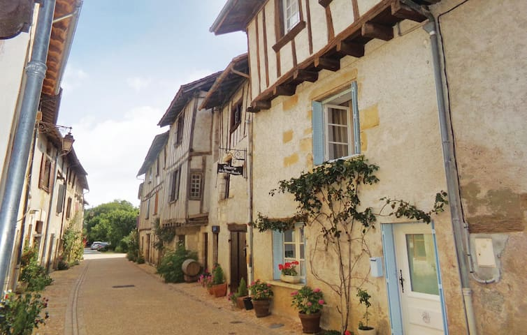 Holiday cottage with 2 bedrooms on 80 m² in Saint Jean de Cole