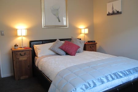 Country living - close to airport - West Melton