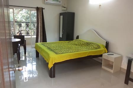 Spacious Private room1 for 3 Near Calangute beach - North Goa