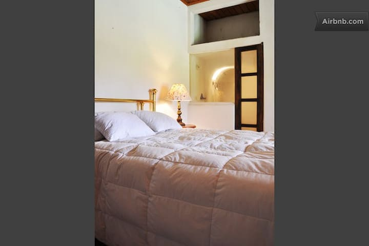 Authentic Colonial Home Lovely Room - Antigua Guatemala - House